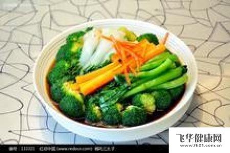 我多数都会煮杂菜煲,里面有白菜,椰菜,芥菜等等.