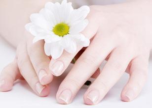 灰指甲是怎样引起的
