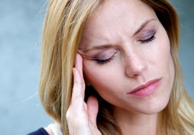 右偏頭痛的原因和因素
