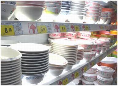 因生产非食品用置物盘的材质为脲醛树脂,在高温下(80℃以上)会挥发有
