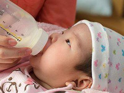 新生儿吐奶常是这三方面原因
