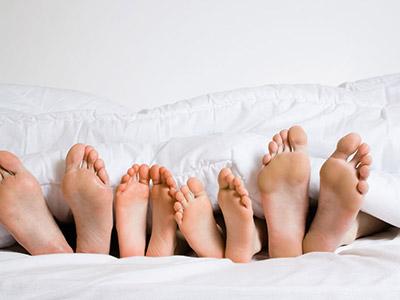 老人养生应该如何按摩脚底