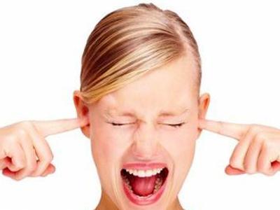 按摩耳朵可以预防女性痛经吗