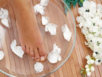 白萝卜熬水可以治疗脚臭吗