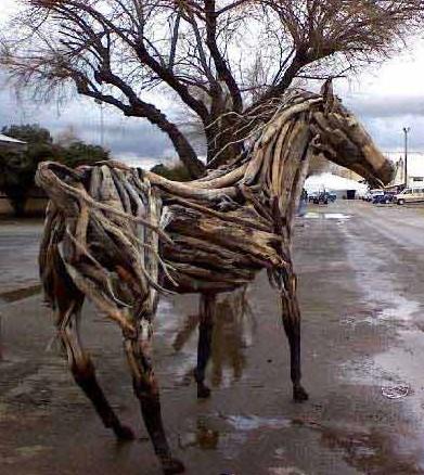 烂木条做的雕塑