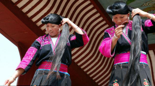 她们的长发是非常神圣的,只有她们的丈夫和孩子能看到她们的盘发.图片