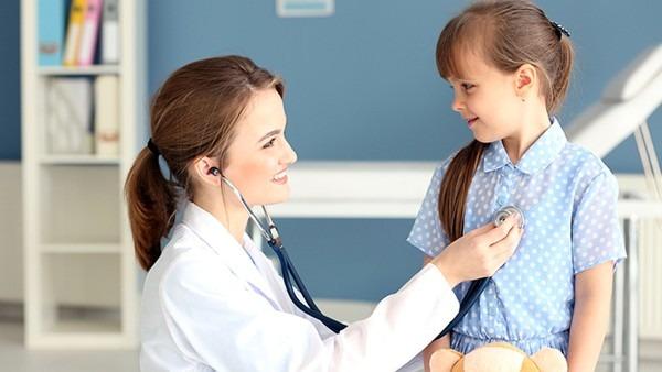 昆明白癜风专科医院:什么原因导致颈部出现白癫风呢