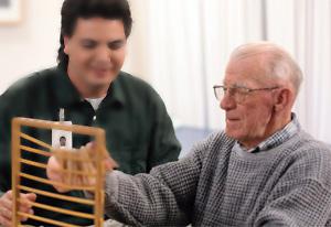 中老年男性中风的早期危害